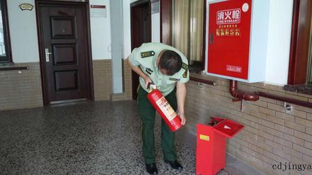 成都市安监局、消防大队等多部门来中心进行消防安全检查
